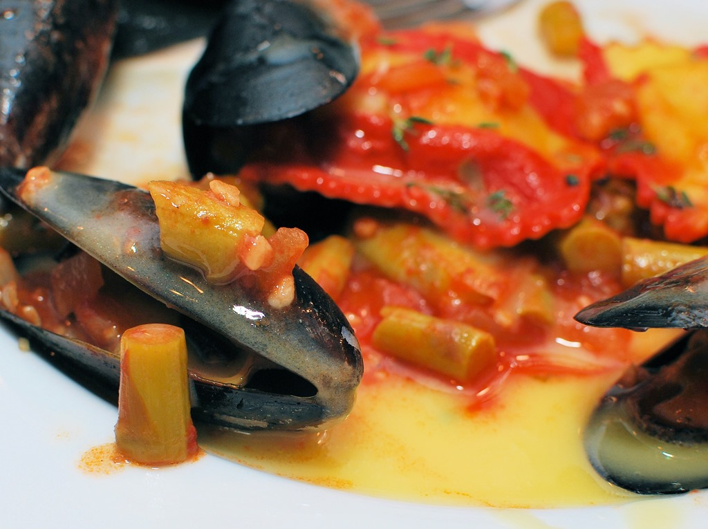 Mussels with Lobster Ravioli in Wine Sauce