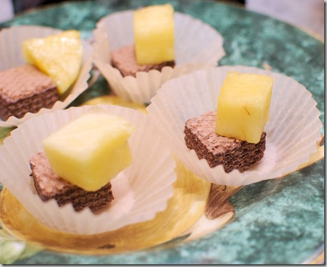 How to cut Pineapple and Quadratini wafer cookies9